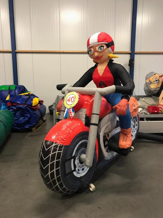 Sara met motor
